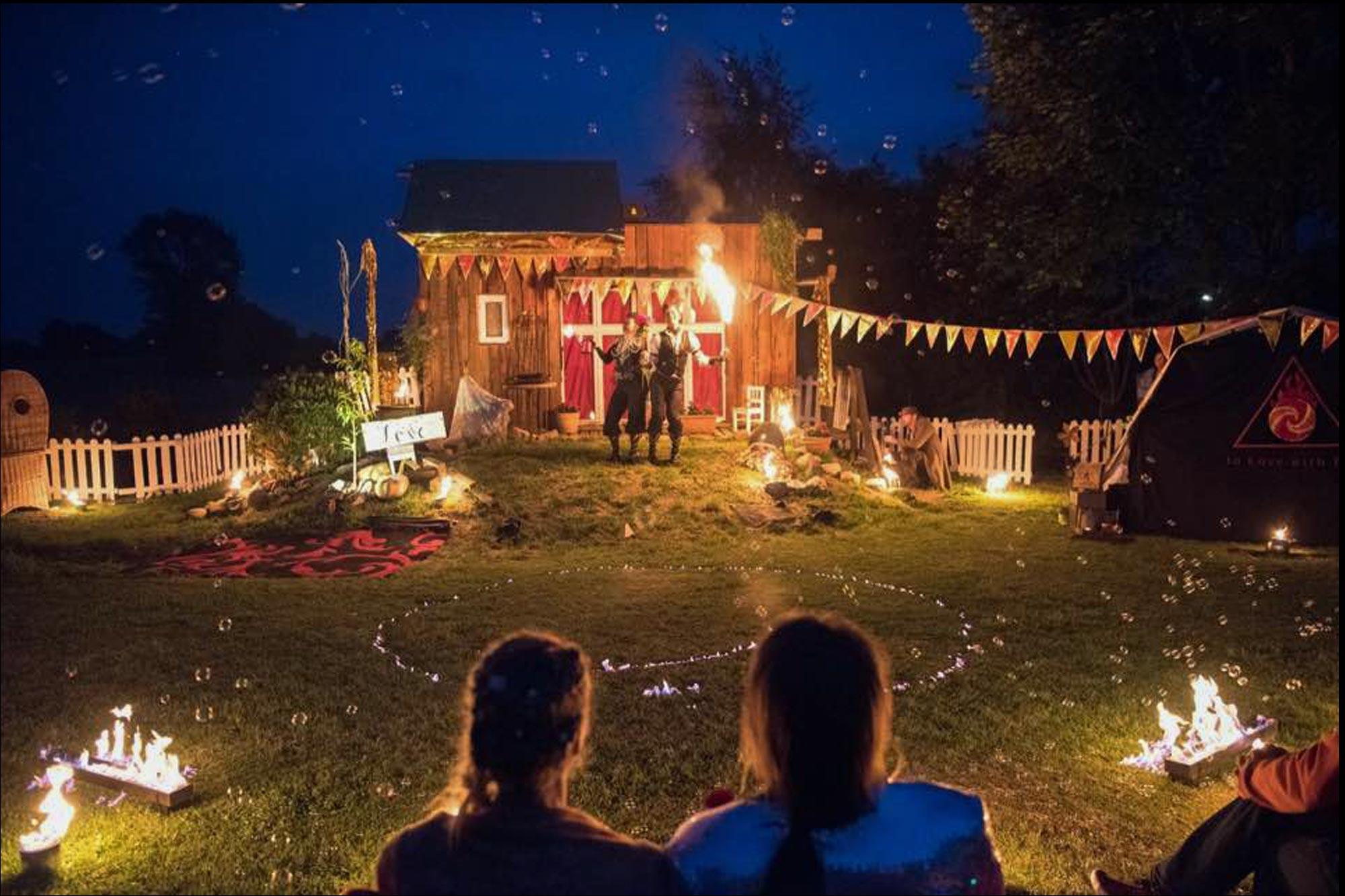 """""""Der Moment zum Schluss, wo das Brautpaar das grosse Herz angezündet hat, da kamen mir tatsächlich Tränen…"""" Hochzeitsshow Premium auf Hof Warderdamm"""